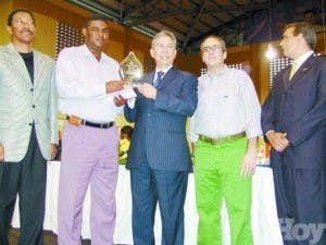 Mejía condecora a 12 dominicanos distinguidos