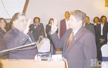 Reyna se juramenta rector de la UASD