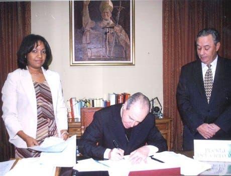Iglesia firma acuerdo para sepulturas