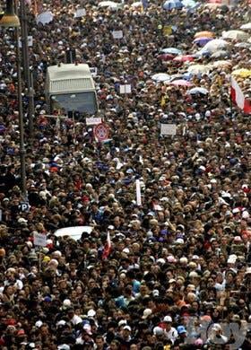 Roma ya no puede recibir más gente para funerales de Juan Pablo II