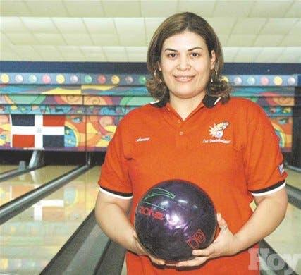 Annie Henríquez gana oro en boliche