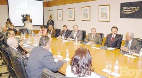 Presidente Fernández participa en reunión Banreservas