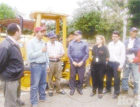 MENU <BR>Obras Públicas entrega equipos