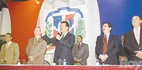 Leonel llama dominicanos EU a invertir