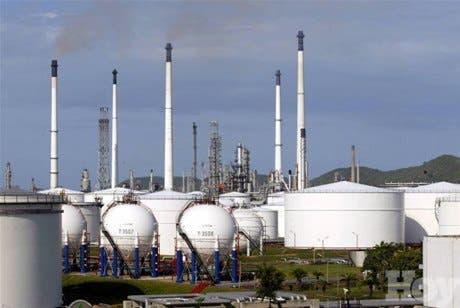 Sigue bajando precio del crudo al <BR>recuperarse refinerías en EEUU