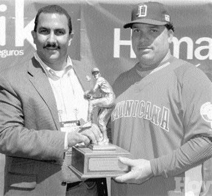 """Premian a Colón """"Pitcher del 2005"""" en GL"""