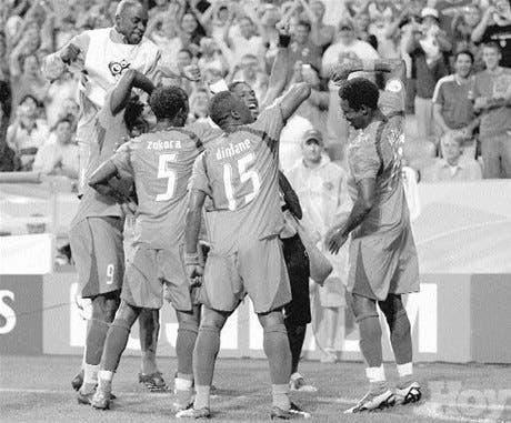 Costa de Marfil ganó uno venció a Serbia y Montenegro 3-2