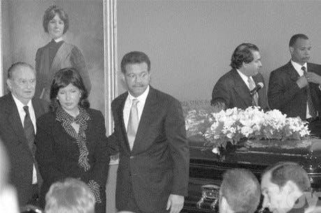 Sepultan con honores restos Eduardo León Asensio