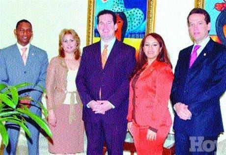 http://hoy.com.do/image/article/303/460x390/0/67FE1C4C-9DB9-49CE-8F83-DB839268C7D8.jpeg