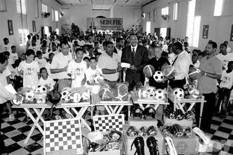 Felipe Payano apoya los Juegos de Cristo Rey