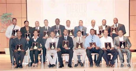 Educación e Inefi reconocen a profesores EF