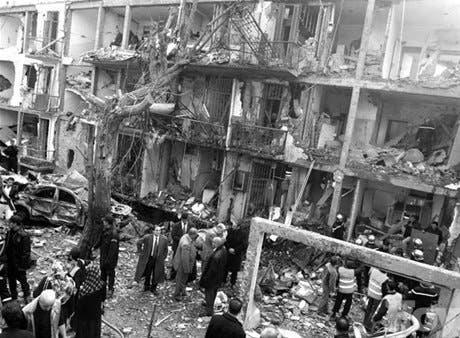 Terror ensangra Argel;<BR>temen haya 60 muertos