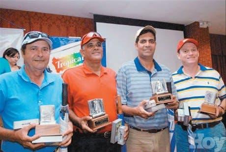 <P>Jugadores del DN y Santiago<BR>triunfan en el torneo de golf</P>
