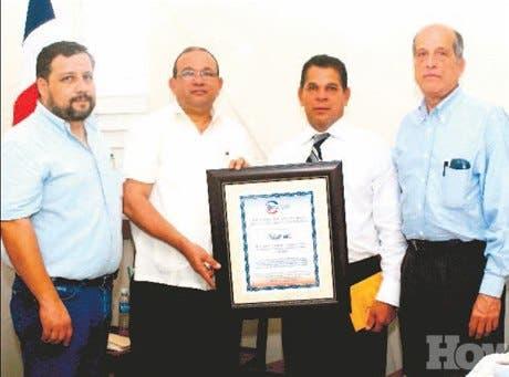 http://hoy.com.do/image/article/340/460x390/0/D53947BD-B8DA-4128-83A6-61EF7DE9AE77.jpeg