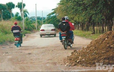 Moradores de Jacagua exigen reparación de calles y caminos