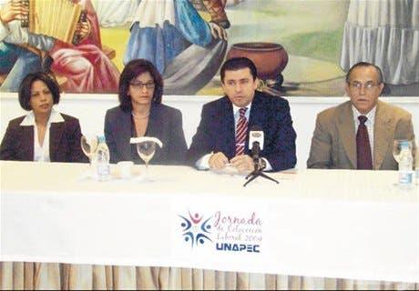 UNAPEC gestiona empleos a susestudiantes y egresados