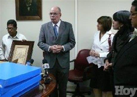 AGN recibe importante donación de mapas del Banco Popular Dominicano