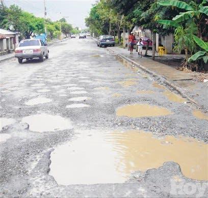 Denuncian estado desastre carretera de acceso a Cotuí