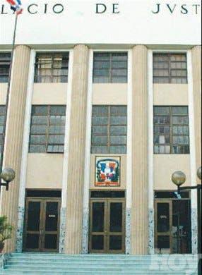 Tribunal intima Fiscalía presente acusación