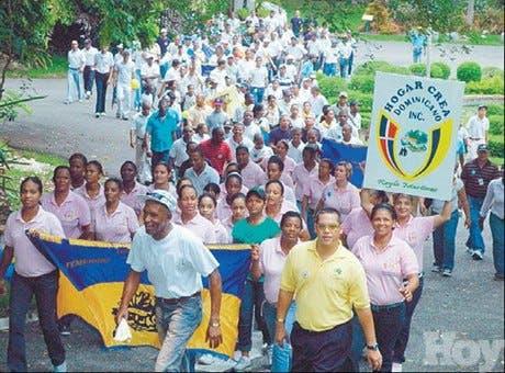 Decenas de personas participan<BR> Caminata por la Sobriedad