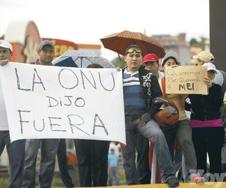 Manifestantes se dividen en las calles en todo Honduras