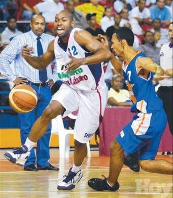 San Lázaro aumenta su invicto a 4-0 en el basket