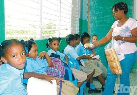 Suplidores de pan y bizcocho se quejan por deuda de Educación