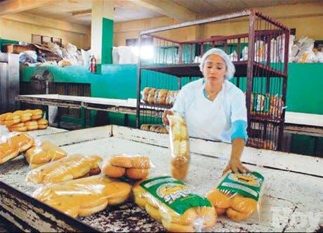 Escasez azúcar y deuda Gobierno <BR>atentan suministro pan a escuelas