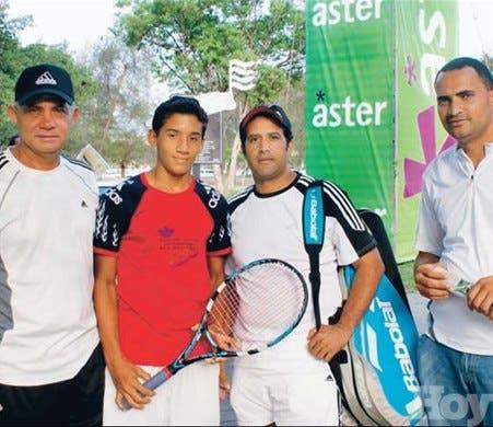 Holguín y Troncoso triunfan en torneo de tenis en Parque Este