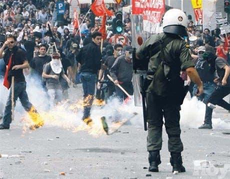 Grecia arde: mueren 3 en disturbios contra plan austeridad