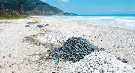 Denuncian daño ecológico en explotación piedras en playas