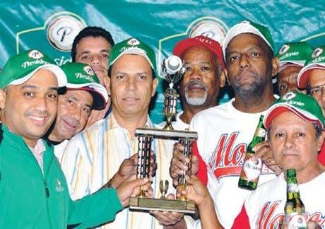 Ensanche Luperón campeón en el torneo de softbol del DN