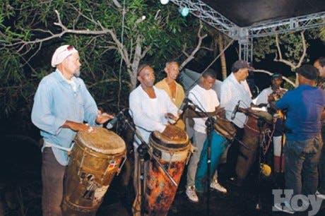 Miles de personas disfrutan Festival de Atabales en SC