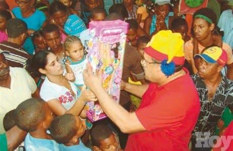Insta a ricos donar juguetes a pobres