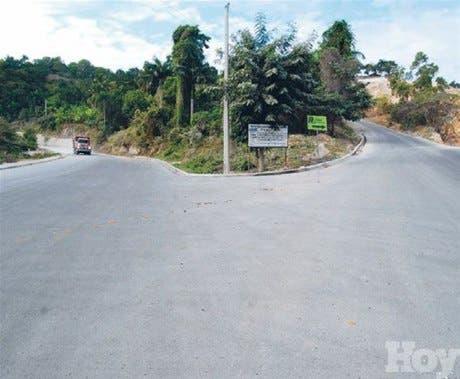Asfaltan carretera Cacaítos-El Pomier en San Cristóbal