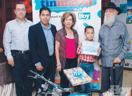 <STRONG>Niños reciben premios concurso<BR></STRONG>Pinta un Cuento de Navidad
