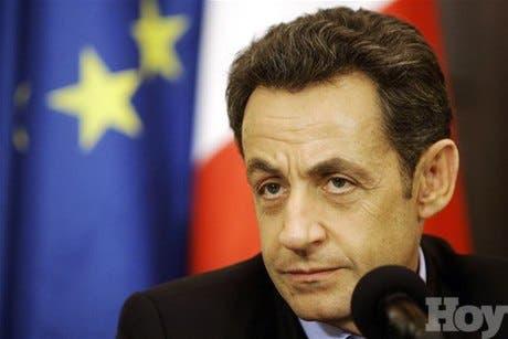 """Sarkozy y Cameron- """"Gadafi debe irse inmediatamente»"""