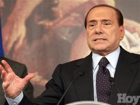 Berlusconi gastó 34 millones de euros en regalos, algunos para sus chicas