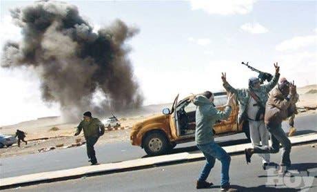 Tratan frenar bombardeos Gadafi