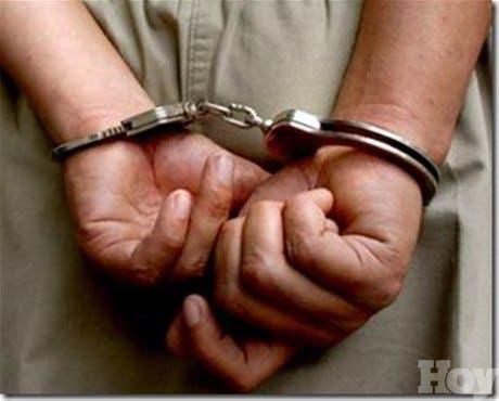 Policía apresa a dos haitianos acusados de violar y asesinara una mujer