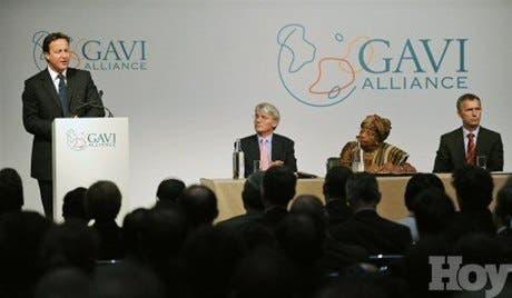 Donantes ofrecen 4.500 millones dólares para vacunar a niños en países pobres