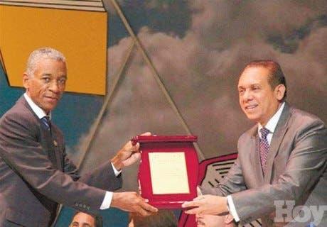 Ministerio de Cultura entregó premio a UNEV