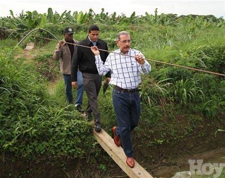 <P><STRONG>Presidente Medina sorprende con su inesperada visita en Montecristi; dice proyecto agrícola de la zona seráprincipal fuente de empleo</STRONG></P>