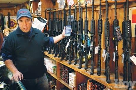 Tras matanza, crece fiebre armas