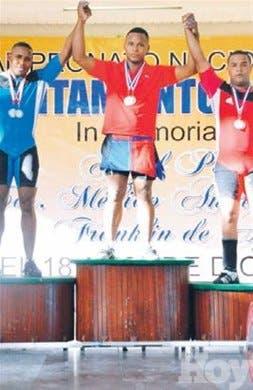 Delegación SDE gana torneo de pesas juvenil