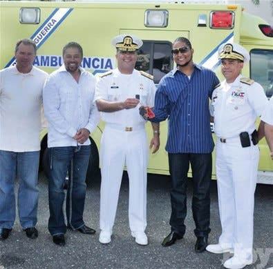 Ervin Santana dona una ambulancia a la Marina