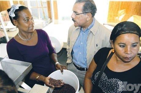 Presidente Medina visita varias localidades del Este