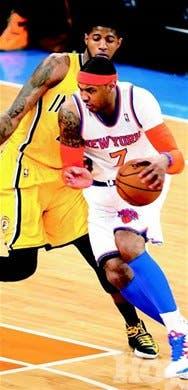Carmelo anota 32 puntos y los Knicks igualan la serie