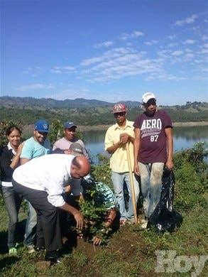 <P>Inician plantación de medio millón de árboles en presa de Tavera</P>