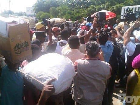 Haitianos rompen huevos y matan pollos de productores dominicanos para que no entren a Haití; Policía haitiana dispara al aire